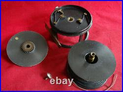 A VERY NICE VINTAGE 3 1/2 HELICAL BRAND PERFECT PATTERN 10b SALMON FLY REEL