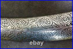Antique and very nice Indo-Persian dagger with a flower decor, Islamic