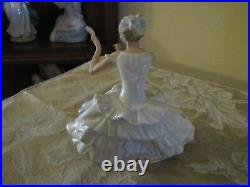 Rae Wallendorf Porcelain Seated Lady very nice