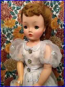 Very Nice 50's Vintage Madame Alexander Cissy Doll No Splits Full Lashes