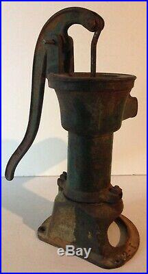 Vintage Cast Iron Rustic Water Pump Hand Water Well Pump Very Nice Patina