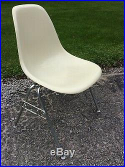 Vintage Herman Miller Eames Fiberglass Shell Stacking Side Chair Very Nice