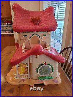 Vintage Strawberry Shortcake Berry Happy Home Doll House & Furniture Very Nice