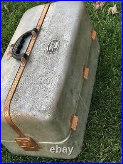 Vintage UMCO Corporation Fishing Lure Tackle Box Model 1000AS, Very Nice