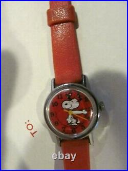 Vintage WATCH red snoopy 1970s very nice must see