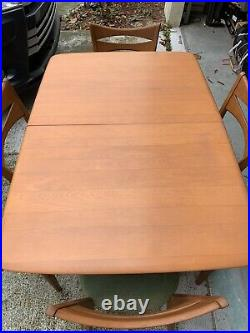 WOW Heywood Wakefield 4 Person Dining Set Champagn Very Nice Condition